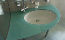 türkiz színű üveg, mosdó