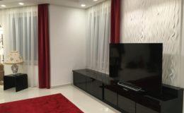 fényes fekete TV és TV-szekrény